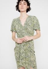 vestido envolvente con drapeado